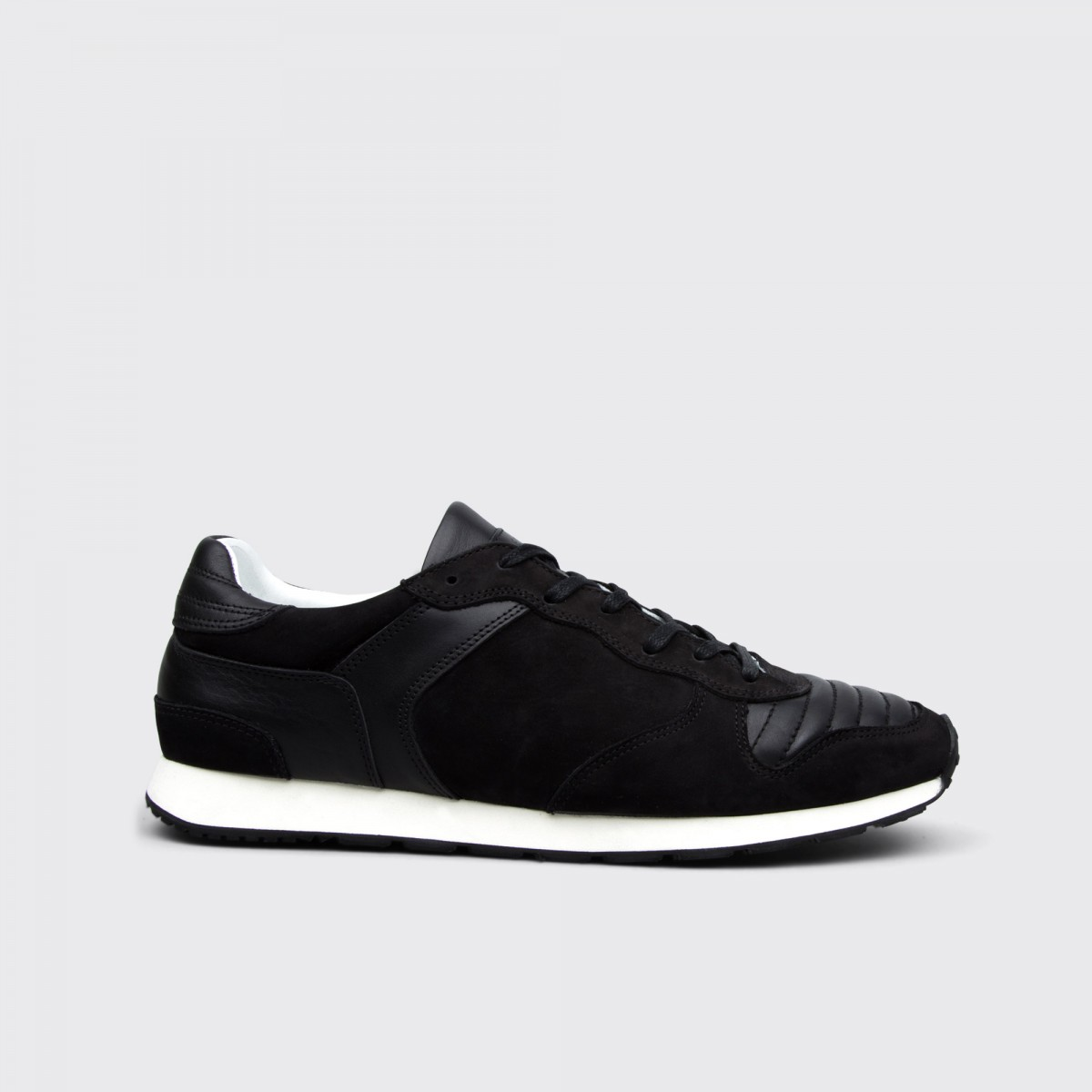 etq-amsterdam-runner-black-ribbed-side