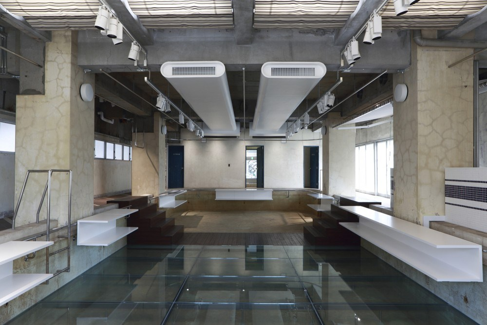 a-closer-look-at-the-interior-of-the-pool-aoyama-by-nobuo-araki-01