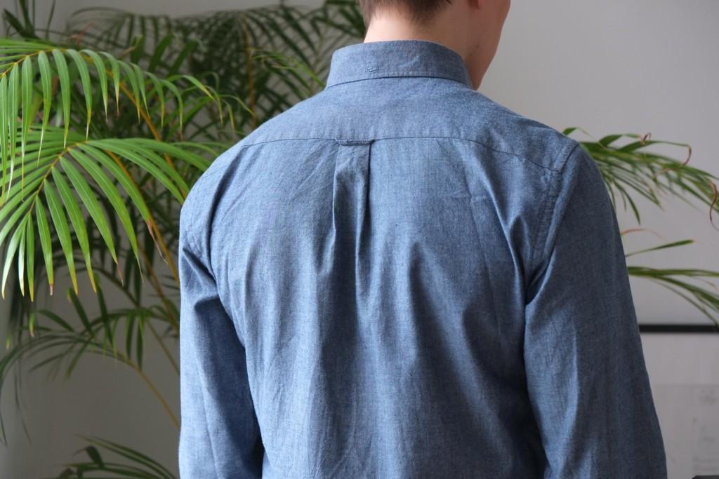 Vaikka on joskus punttia vähän nostanutkin, niin box pleatin ansiosta selkä mahtuu paitaan