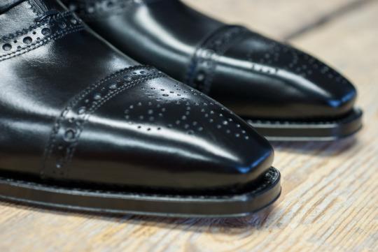 Italigente miesten kenkiä Italiasta