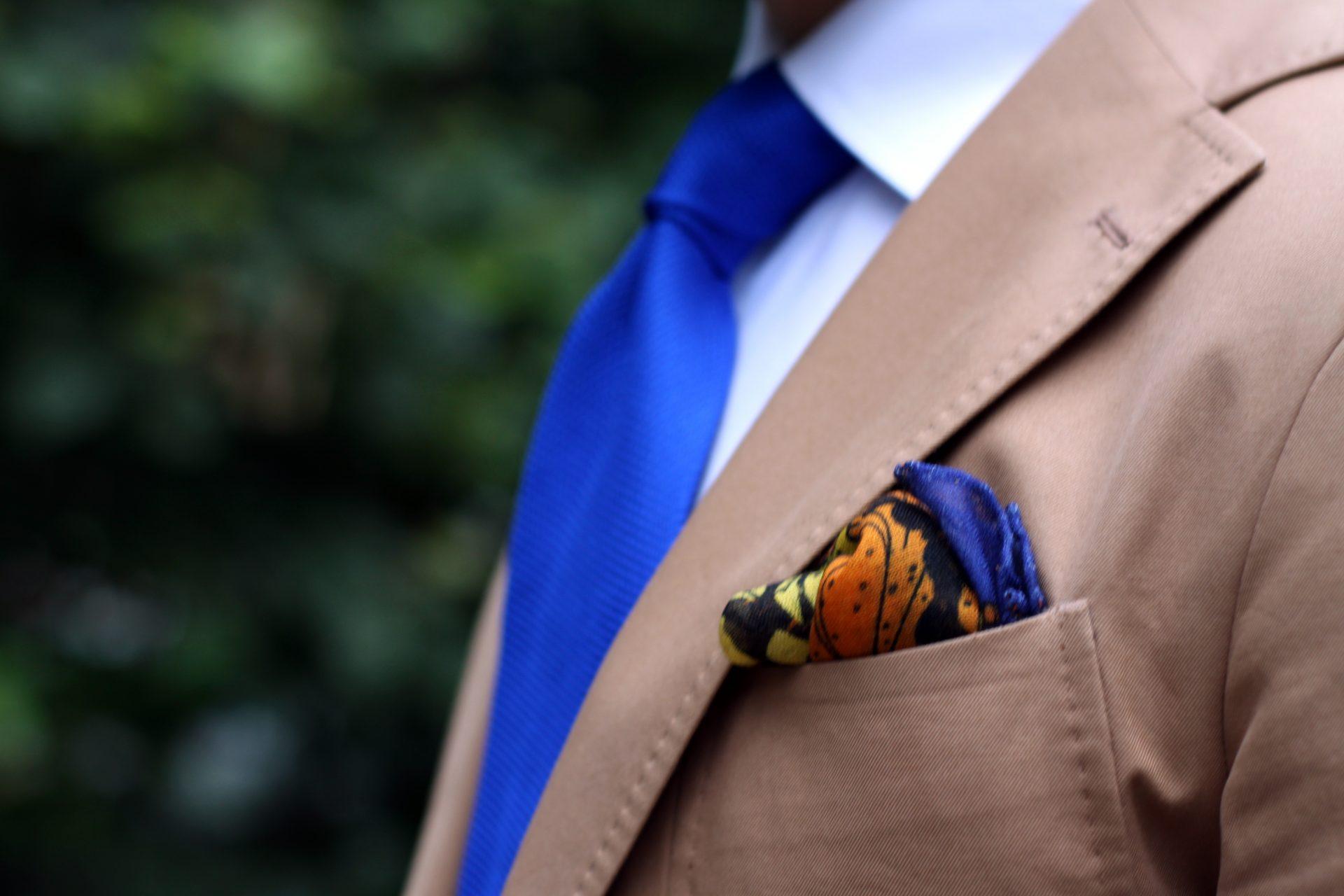 Monsieur Fox kuvioitu taskuliina puuvillapuvun kanssa