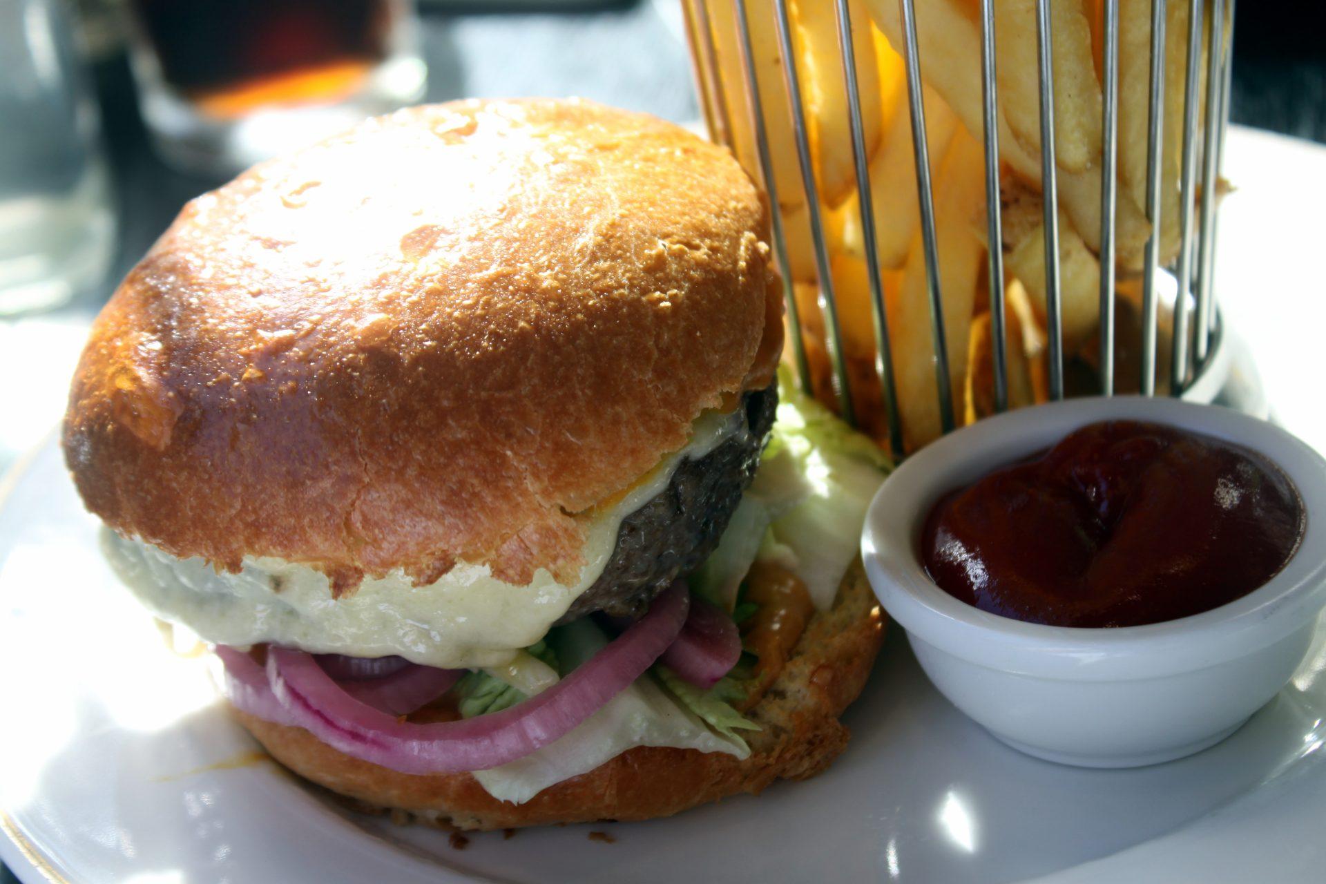 Ravintola Brasserie Kämp - Hampurilainen ja ranskalaiset