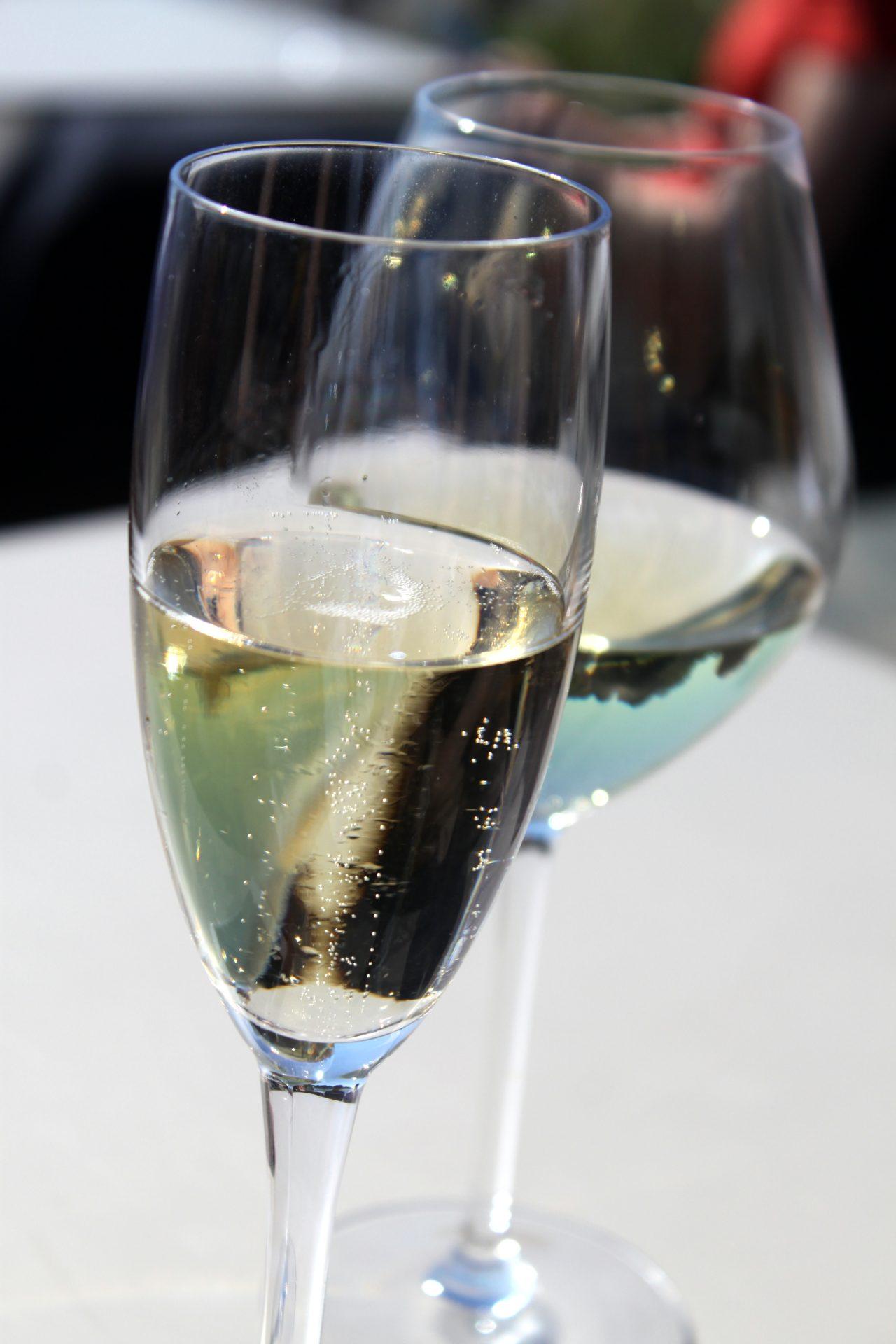 Ravintola Brasserie Kämp - Samppanjaa ja valkoviiniä