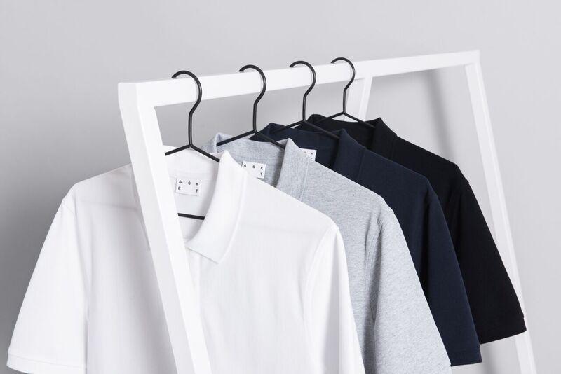 Pikeen neljä väriä: valkoinen, harmaa, sininen ja musta