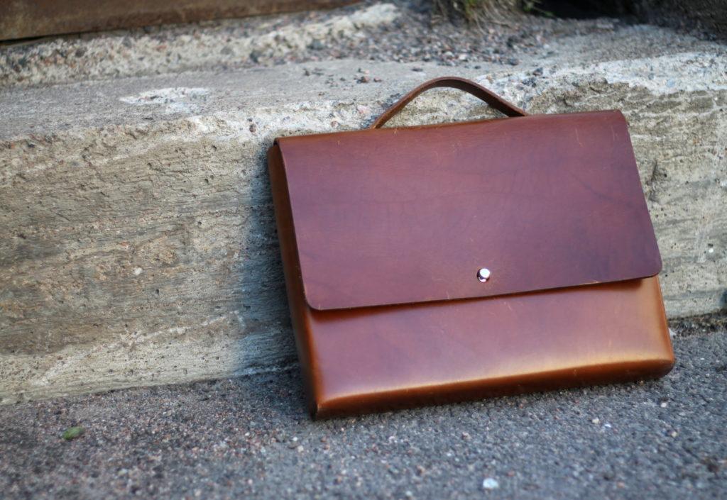 Budget briefcase Winter Studios